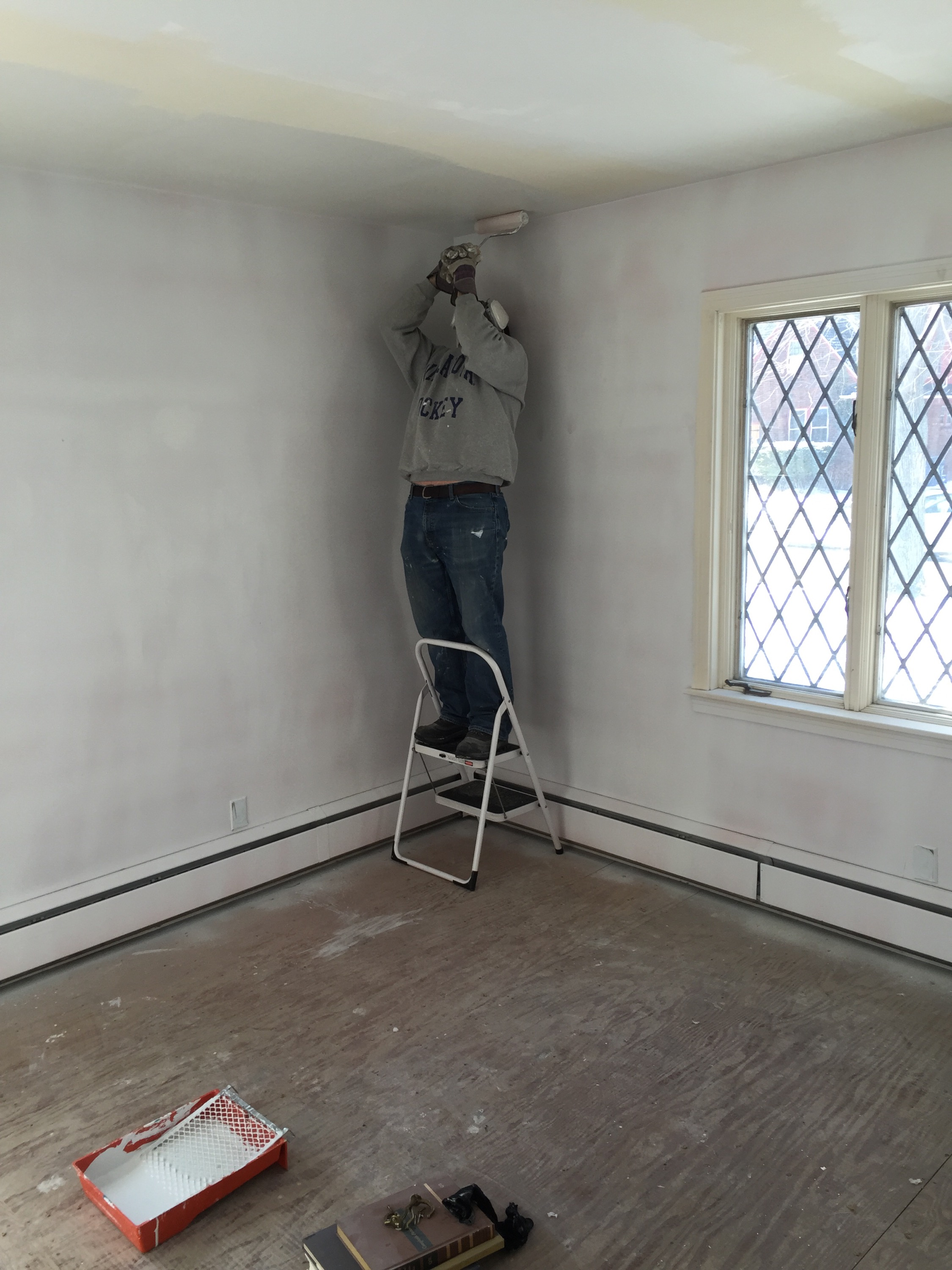 Primer for bathroom ceiling - The Ceilings Were The Hardest Part But Mr Did A Fantastic Job I Offered To Help And I Offered A Pole But He Said It Was Easier His Way